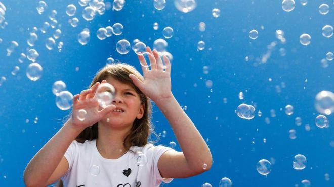 Bubble artists try to break several world records in Gwynedd