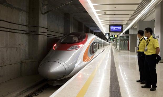 Hong Kong: first high-speed train to mainland China departs