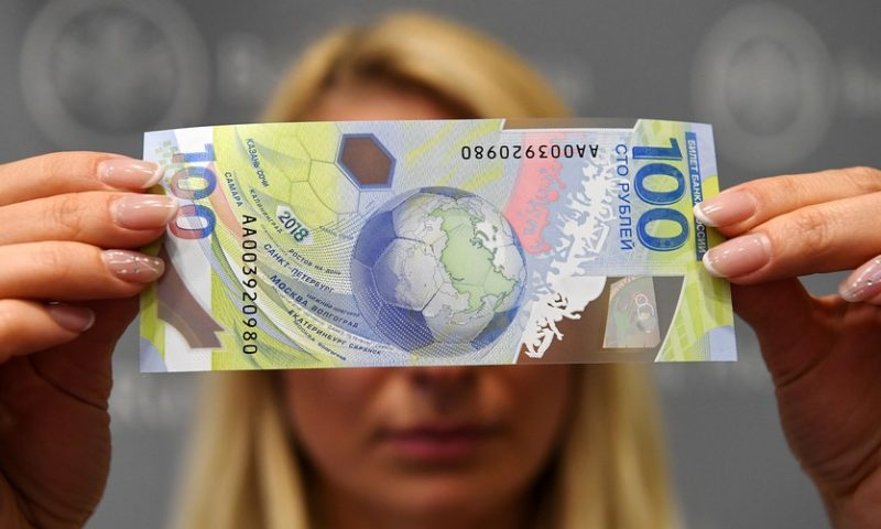 Dollar regains strength after economic data