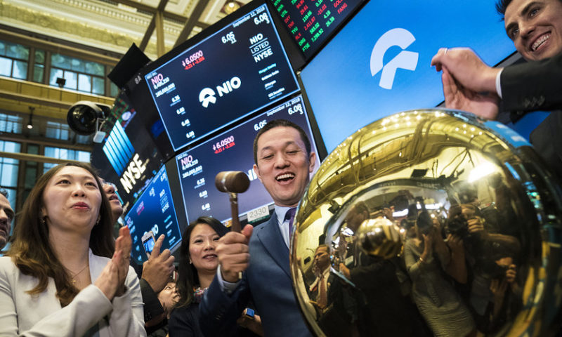 Dow posts back-to-back records, but tech woes weigh on broader market