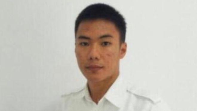 Indonesia tsunami: Pilot hails 'hero' air traffic controller