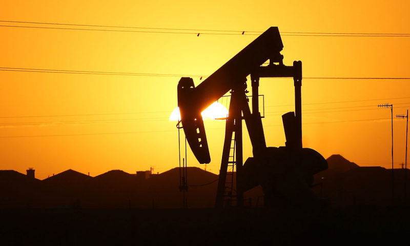 Oil sees bounce on Saudi concerns but suffers weekly drop