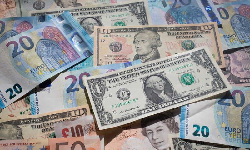 Dollar rallies as oil-linked currencies skid amid crude's price drop