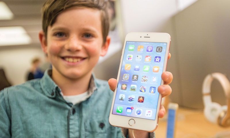 The true cost of an iPhone over your lifetime: $300,000