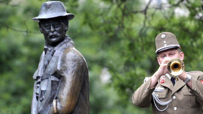 Hungary removes statue of anti-Soviet hero Imre Nagy