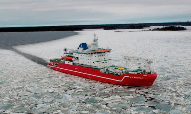 Antarctic expedition sets out to map Larsen C ice shelf