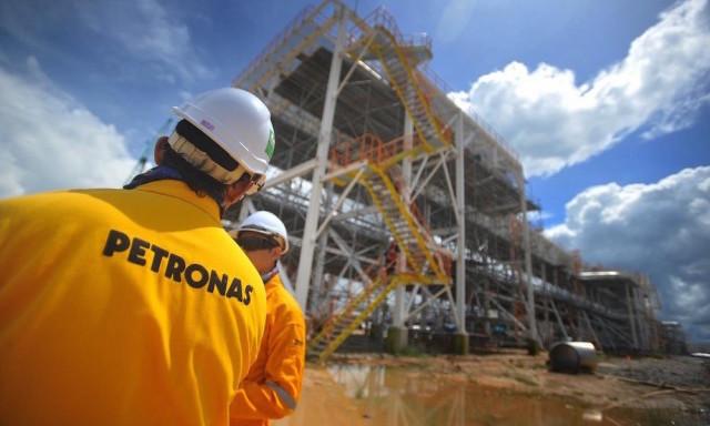 Petronas cuts output