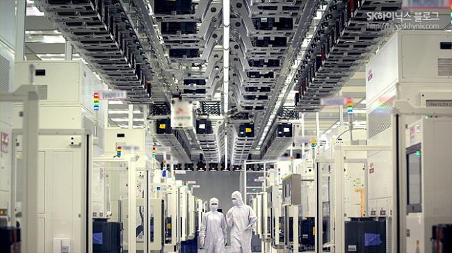 SK hynix faces fast-descending industry