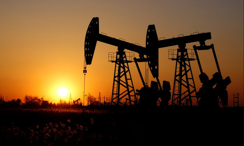 Oil falls as U.S. adds rigs; still set for best January in 14 years