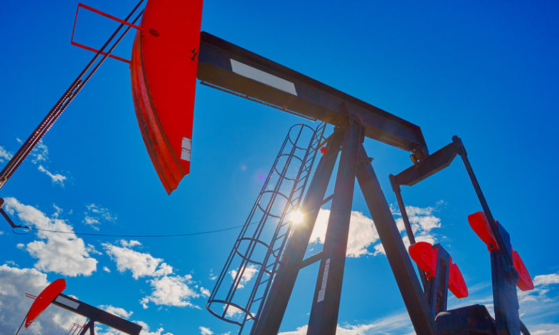 U.S. oil ekes out a gain as futures close out declines for month, quarter and year