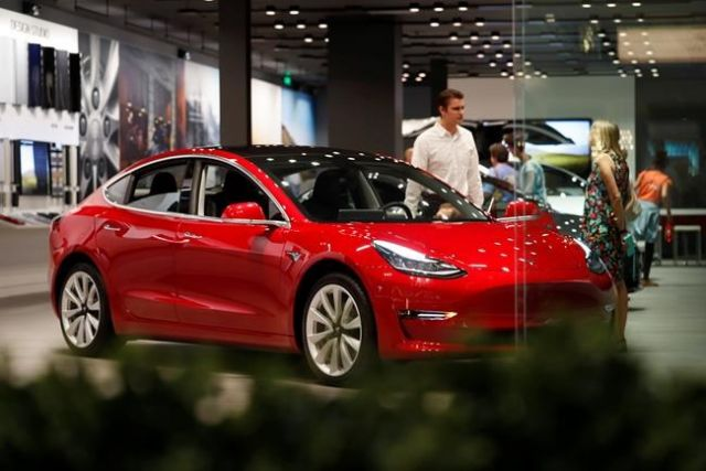 Tesla cuts prices on poor Q4