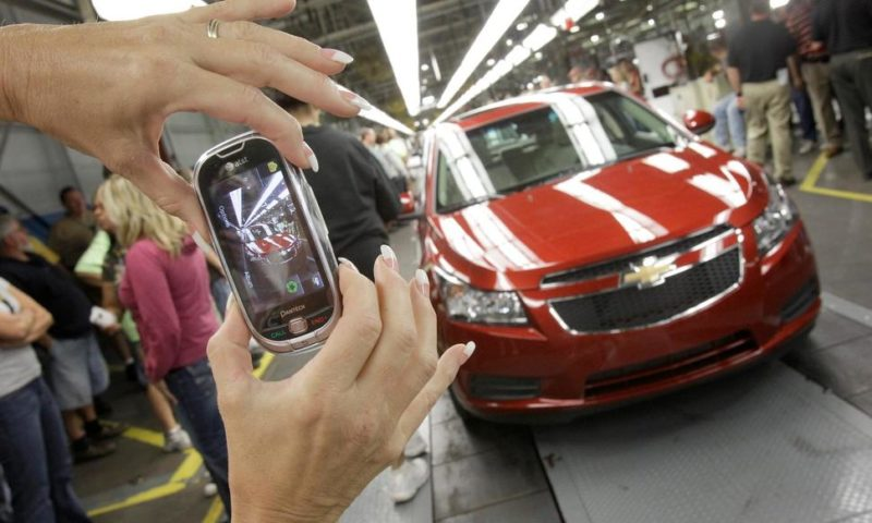 US New-Vehicle Sales in 2018 Rise Slightly to 17.27 Million