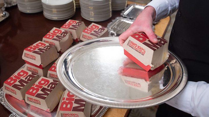 Trump orders '300 burgers' to White House amid shutdown