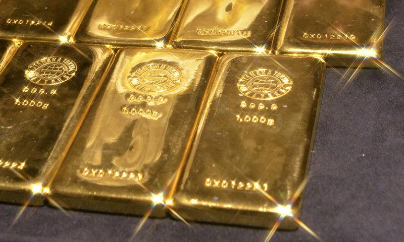 Gold gains 1% on Chinese market fears, weak U.S. jobs data