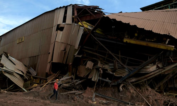 Brazilian villages evacuated after warnings of dam collapse
