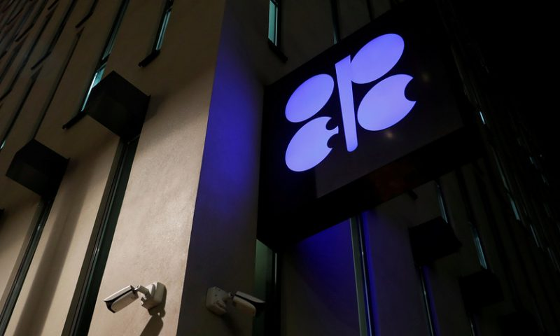 OPEC considers two scenarios to adjust oil production