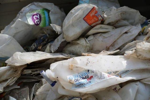 Sending back plastic waste