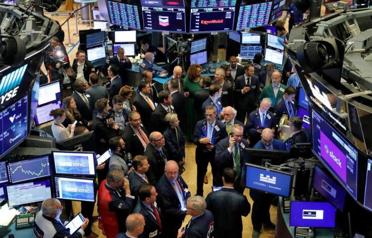 US Stock Indexes Finish Mixed Ahead of Trade Talks