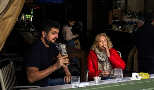 Nine years on, Greek MPs agree to abide by own anti-smoking law