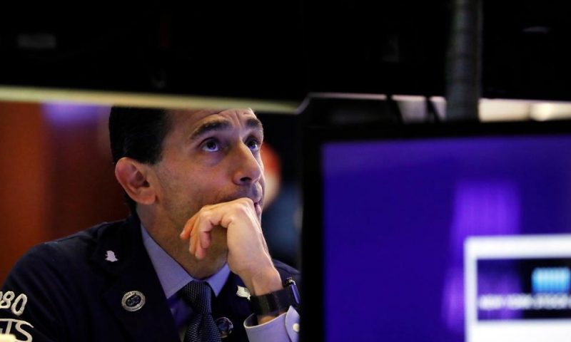 Stocks Eke Out Gains After a Mixed Set of Earnings Reports
