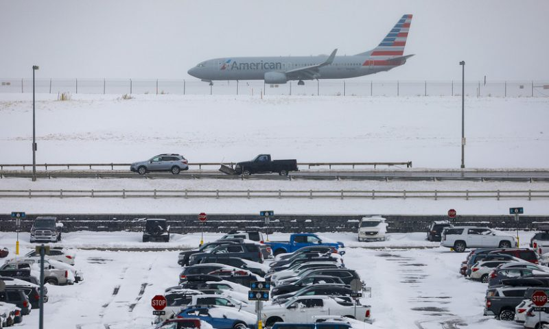 Heavy snow on one end, 'bomb cyclone' on the other threatens U.S. Thanksgiving travel