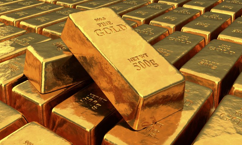 Gold ends lower in volatile trading, posts a monthly gain of 6%
