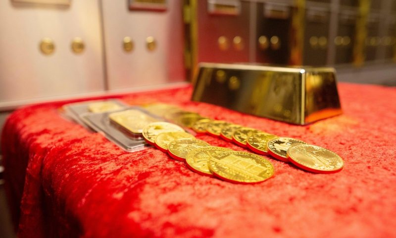 Gold prices post first loss in 3 sessions