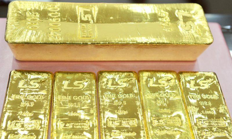 Gold prices post a gain for the first time in 4 sessions
