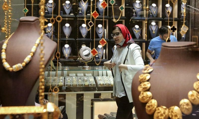 Gold prices finish higher, buoyed by progress toward a U.S. fiscal stimulus deal