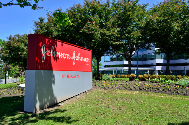 FDA clears J&J's robotic surgery system for total knee replacements