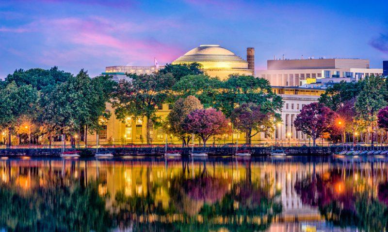 Prestigious cancer researcher Vander Heiden succeeds longtime MIT Koch Institute director Jacks