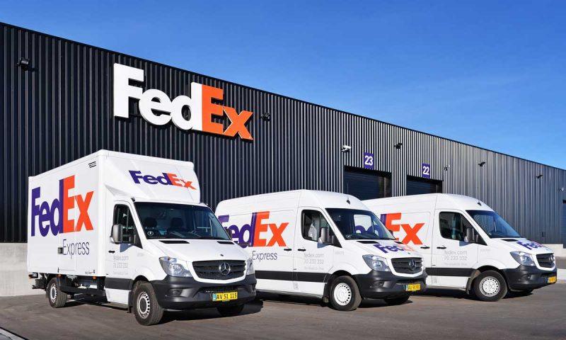 FedEx Corp. stock falls, underperforms market
