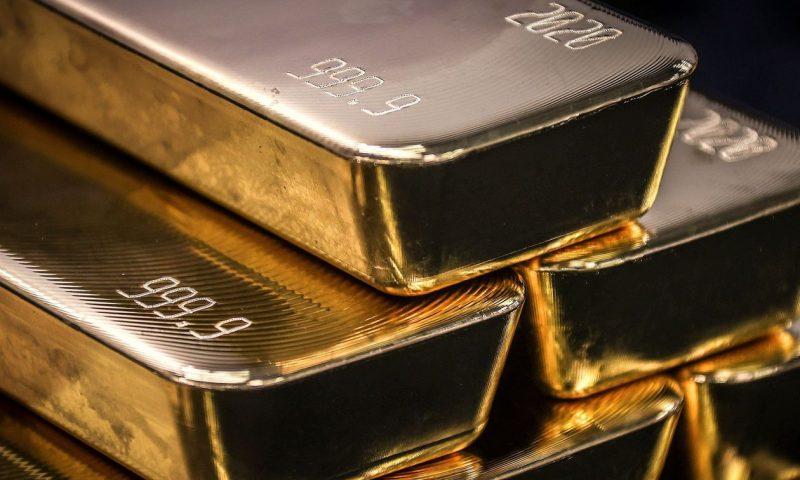 Gold edges lower as dollar bounces