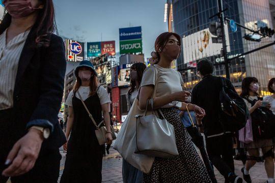 Asian stocks tumble as delta variant worries rise