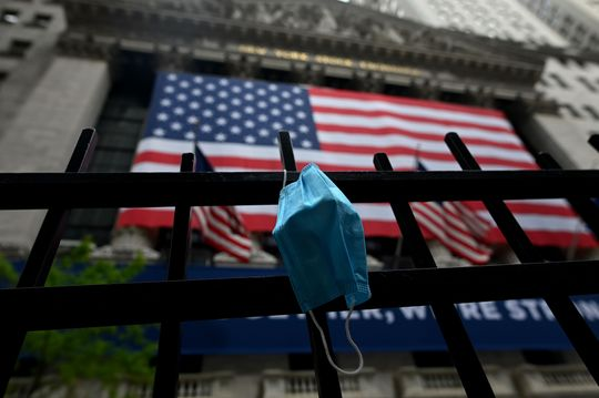 U.S. stocks close lower, as Dow, S&P 500 and Nasdaq book weekly losses