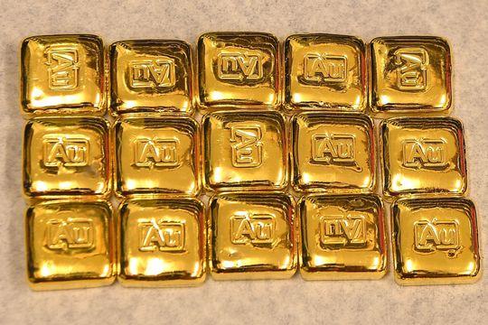 Gold futures edge higher as global stocks slump